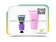 Packaging features of plastic cosmetic soft tubes