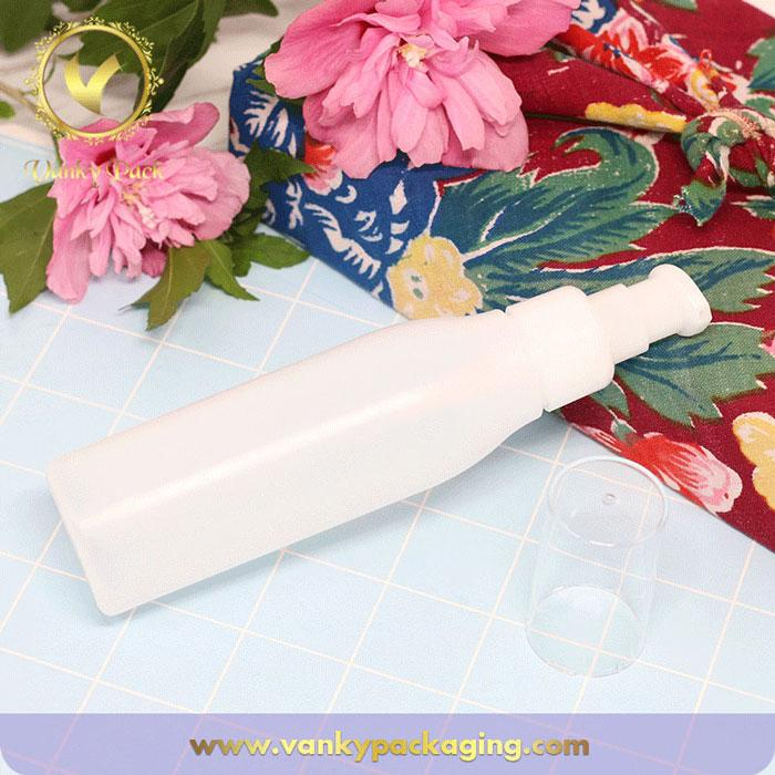 Customized white cosmetic PE plastic bottle with pump
